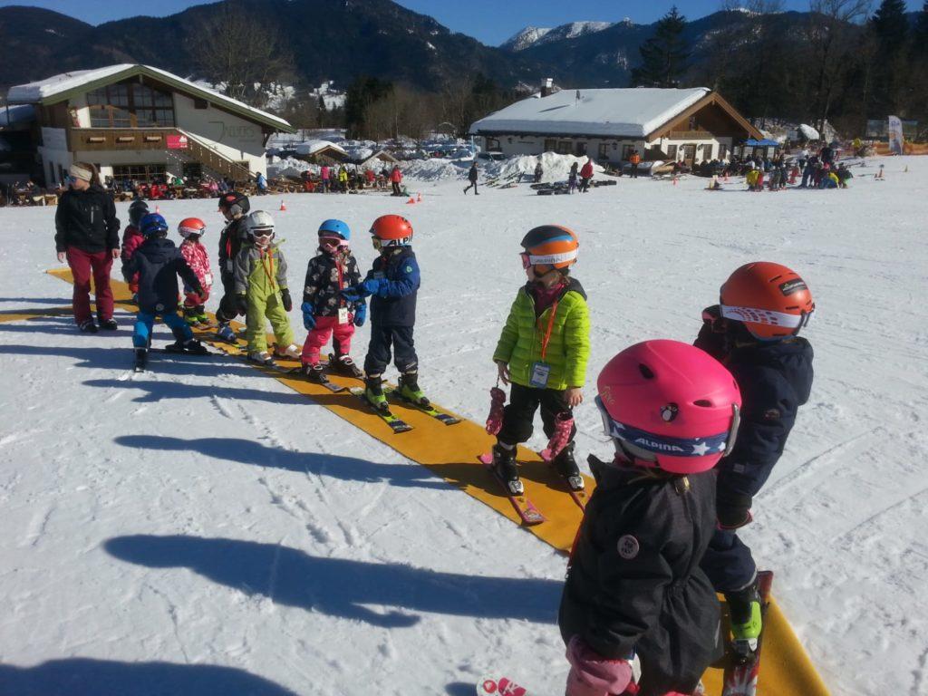 Kindergarten Ski Kurs München Elterninitiativ Hirschgarten Zwerge